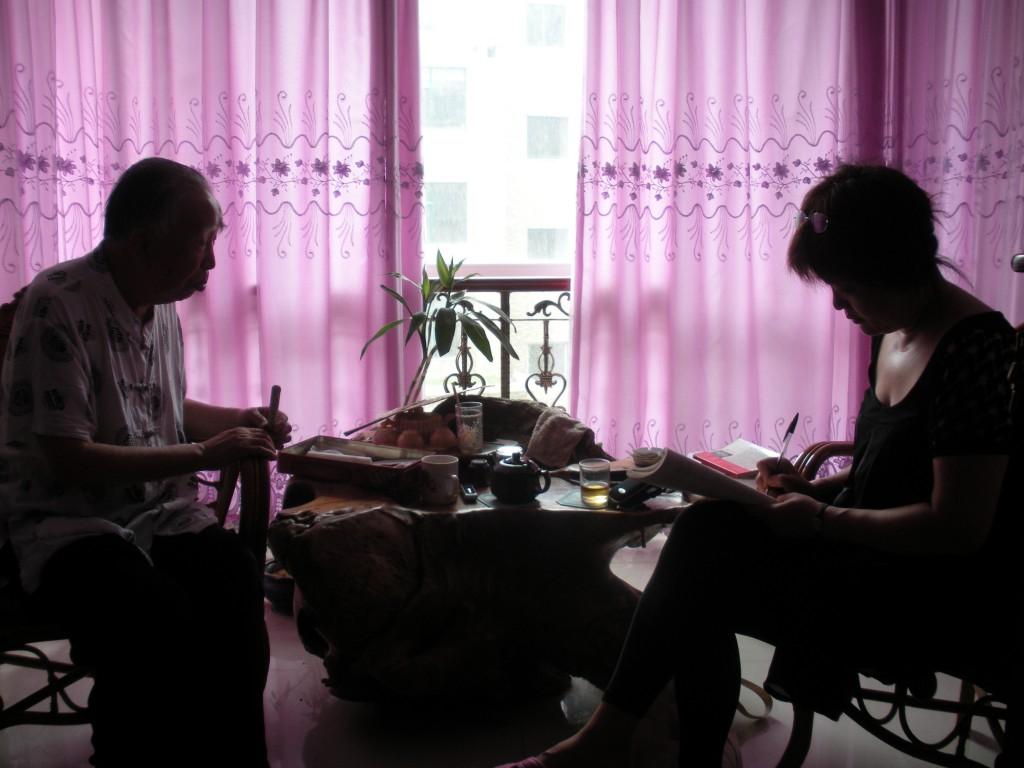 Avec le grand professeur XieXiLiang - Etudiant technique de Moxibustion